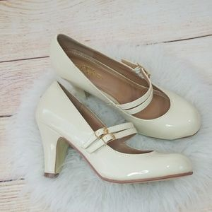 NWOT Journee Collection patent leather heels sz 8